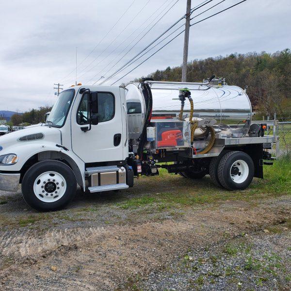 2021 Freightliner M2-106 with 2000 gallon aluminum portable restroom vacuum tank